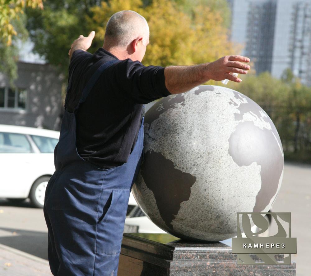 """Гранитный шар """"Планета"""" с рисунком"""